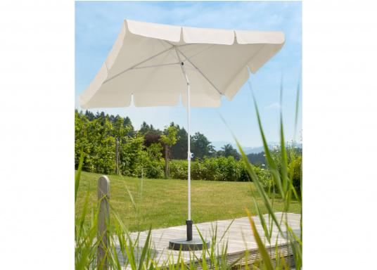Sonnenschirm mit pulverbeschichtetem, weißem Stahl-Gestell. Der Stock hat einen Durchmesser von 22 mm, einen Metallknicker und einen Drehfeststeller. Abmessungen: 180 x 120 cm. (Bild 4 von 5)
