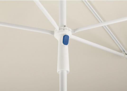 Sonnenschirm mit pulverbeschichtetem, weißem Stahl-Gestell. Der Stock hat einen Durchmesser von 22 mm, einen Metallknicker und einen Drehfeststeller. Abmessungen: 180 x 120 cm. (Bild 2 von 5)
