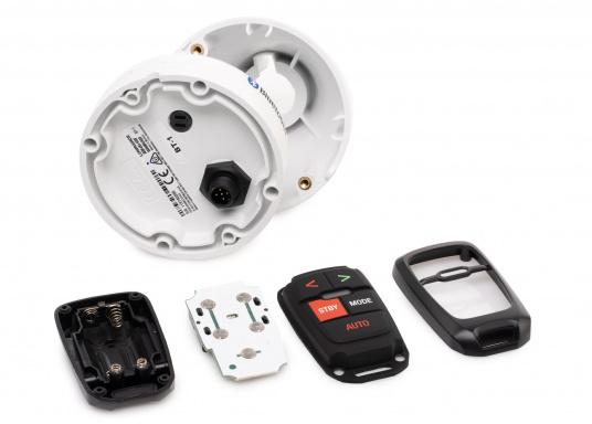 Die drahtlose und kompakte Fernbedienung WR10 von Navico gewährt eine zuverlässige und flexible Steuerung der Simrad-Autopiloten. Mit Hilfe der im Lieferumfang enthaltenen Bluetooth-Basisstation wird eine steuerbare Reichweite von bis zu 30 Metern erzielt. (Bild 2 von 7)
