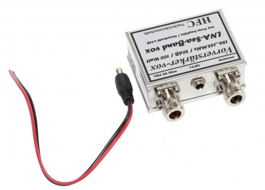 Der Vorverstärker dient zur Verbesserung der UKW-Empfangseigenschaften im Frequenzbereich von 156-162 MHz und verügt über einen Filter, der unrelevante Signale unterdrückt und störendes Rauschen reduziert. (Bild 3 von 3)