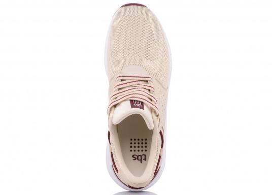 Der Flyknit Schuh CLADELL aus hochwertigem Textil-Material von tbs überzeugt mit sportlichen Form, schickem Design und hohem Tragekomfort. Die Vierpunkt-Schnürung und die stabilen Seiten sorgen für einen festen Stand. Dank der seitlichen Belüftungslöcher herrscht im Inneren des Schuhs jederzeit ein angenehmes Klima. (Bild 6 von 7)