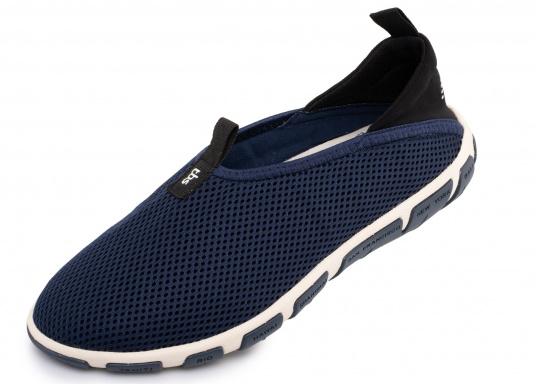Ein absoluter Klasisker von tbs! Der Damen-Slipper JEFFERS besteht aus hochwertigem Textil-Material und verfügt über eine klappbare Rückseite. Dank der Schlaufen ist der Schuh schnell und einfach an- und ausgezogen.