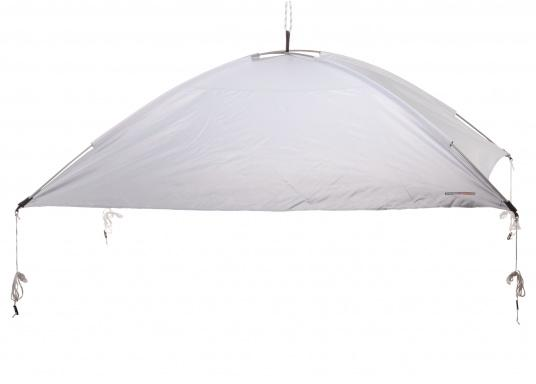 Free-hanging sunshade that can be suspended anywhere on your yacht thanks to its flexibility. It has a rain and UV resistant shade, adjustable straps on all corners and rods with integrated rubber bands. Available in different sizes.
