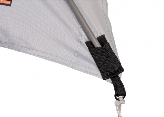 Free-hanging sunshade that can be suspended anywhere on your yacht thanks to its flexibility. It has a rain and UV resistant shade, adjustable straps on all corners and rods with integrated rubber bands. Available in different sizes. (Imagen 3 de 9)