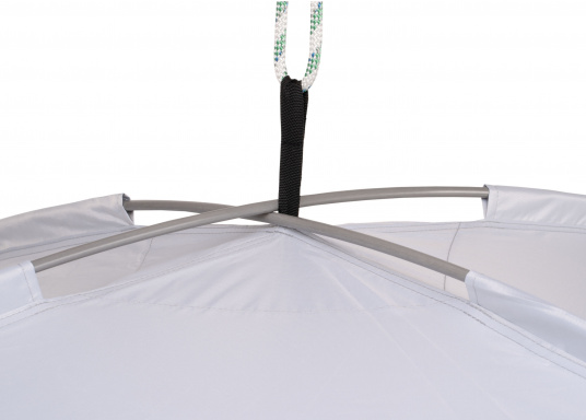 Free-hanging sunshade that can be suspended anywhere on your yacht thanks to its flexibility. It has a rain and UV resistant shade, adjustable straps on all corners and rods with integrated rubber bands. Available in different sizes. (Imagen 4 de 9)