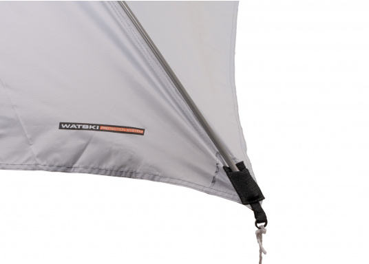 Free-hanging sunshade that can be suspended anywhere on your yacht thanks to its flexibility. It has a rain and UV resistant shade, adjustable straps on all corners and rods with integrated rubber bands. Available in different sizes. (Imagen 5 de 9)