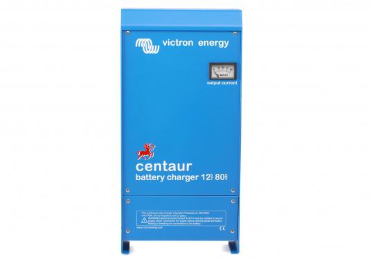 Ein Ladegerät, das überall in der Welt eingesetzt werden kann! Das hochwertige Centaur-Batterieladegerät verfügt über eine Dreistufen-Ladekennlinie sowie eine universelle Aufnahmeleistung und kann bis zu drei separate Batterien gleichzeitig laden. Geeignet für eine Batteriekapazität zwischen 200 und 500 Ah. Ladestrom 50 A. (Bild 2 von 5)