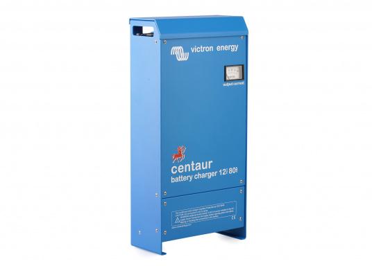 Ein Ladegerät, das überall in der Welt eingesetzt werden kann! Das hochwertige Centaur-Batterieladegerät verfügt über eine Dreistufen-Ladekennlinie sowie eine universelle Aufnahmeleistung und kann bis zu drei separate Batterien gleichzeitig laden. Geeignet für eine Batteriekapazität zwischen 200 und 500 Ah. Ladestrom 50 A.