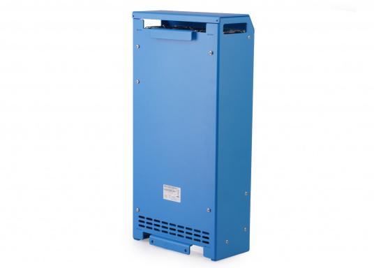 Ein Ladegerät, das überall in der Welt eingesetzt werden kann! Das hochwertige Centaur-Batterieladegerät verfügt über eine Dreistufen-Ladekennlinie sowie eine universelle Aufnahmeleistung und kann bis zu drei separate Batterien gleichzeitig laden. Geeignet für eine Batteriekapazität zwischen 200 und 500 Ah. Ladestrom 50 A. (Bild 3 von 5)