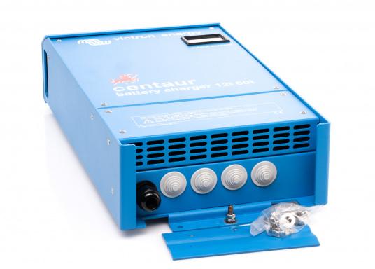 Ein Ladegerät, das überall in der Welt eingesetzt werden kann! Das hochwertige Centaur-Batterieladegerät verfügt über eine Dreistufen-Ladekennlinie sowie eine universelle Aufnahmeleistung und kann bis zu drei separate Batterien gleichzeitig laden. Geeignet für eine Batteriekapazität zwischen 240 und 600 Ah. Ladestrom 60 A. (Bild 4 von 4)