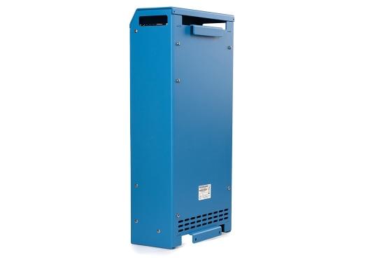 Ein Ladegerät, das überall in der Welt eingesetzt werden kann! Das hochwertige Centaur-Batterieladegerät verfügt über eine Dreistufen-Ladekennlinie sowie eine universelle Aufnahmeleistung und kann bis zu drei separate Batterien gleichzeitig laden. Geeignet für eine Batteriekapazität zwischen 320 und 800 Ah. Ladestrom 80 A. (Bild 2 von 4)