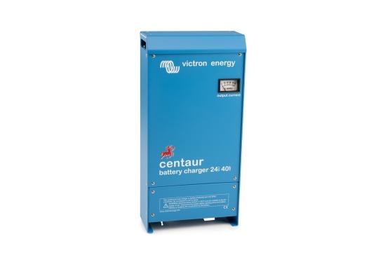 Ein Ladegerät, das überall in der Welt eingesetzt werden kann! Das hochwertige Centaur-Batterieladegerät verfügt über eine Dreistufen-Ladekennlinie sowie eine universelle Aufnahmeleistung und kann bis zu drei separate Batterien gleichzeitig laden. Geeignet für eine Batteriekapazität zwischen 160 und 400 Ah. Ladestrom 40 A.