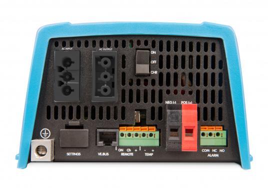 Dieses Gerät vereint einen leistungsfähigen Sinus-Wechselrichter, einen modernen Batterielader, der die 4-stufige, von VICTRON entwickelte adaptive Ladetechnologie nutzt und einen flinken Wechselspannungsquellen-Transferschalter in einem kompakten Gehäuse. Zusätzlich zeichnet sich das Gerät durch seine bewährte Zuverlässigkeit aus, es ist kurzschlusssicher und vor Überhitzung geschützt. (Bild 2 von 2)
