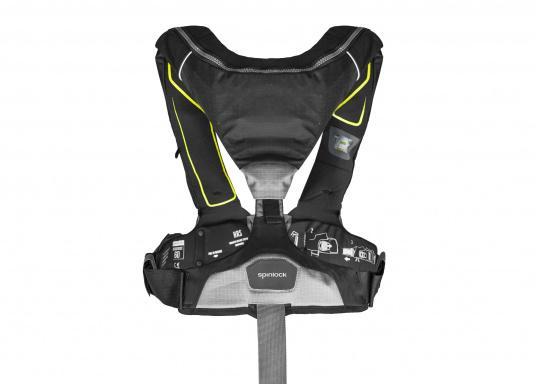 Die Automatik-Rettungsweste 6D von Spinlock kombiniert Komfort mit Funktionalität und ist optimal für den Langzeitgebrauch geeignet.Voll ausgestattet mit LED-Blitzlicht, Sprayhood, Schrittgurt, Signalflöte sowie D-Ring. Des Weiteren wird die Beweglichkeit dank der kompakten Beschaffenheit nicht eingeschränkt.Für Frauen und Männer ab 40 kg geeignet. Auftrieb: 170 N. (Bild 3 von 7)