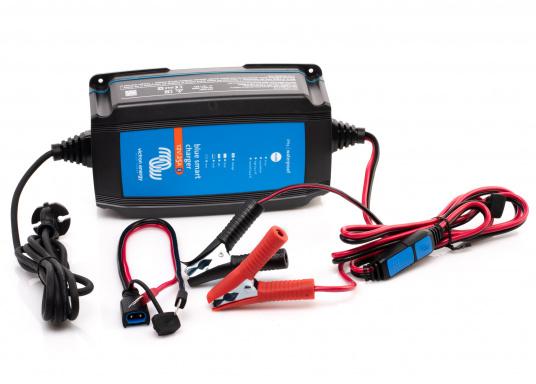 Hocheffizientes Ladegerät mit einem Wirkungsgrad von bis zu 94%und einemsehrgeringenStromverbrauch bei voll geladener Batterie.Durch denmehrstufigen Ladealgorithmuswird der Batterie immer genau die Energie geliefert,die auch benötigt wird.Zudem werden Lithium-Ionen-Batterien über einenspeziellen Algorithmus geladen. (Bild 2 von 4)
