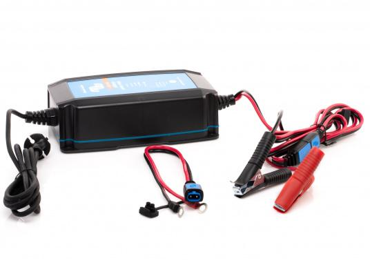 Hocheffizientes Ladegerät mit einem Wirkungsgrad von bis zu 94%und einemsehrgeringenStromverbrauch bei voll geladener Batterie.Durch denmehrstufigen Ladealgorithmuswird der Batterie immer genau die Energie geliefert,die auch benötigt wird.Zudem werden Lithium-Ionen-Batterien über einenspeziellen Algorithmus geladen. (Bild 3 von 4)