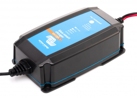 Hocheffizientes Ladegerät mit einem Wirkungsgrad von bis zu 94%und einemsehrgeringenStromverbrauch bei voll geladener Batterie.Durch denmehrstufigen Ladealgorithmuswird der Batterie immer genau die Energie geliefert,die auch benötigt wird.Zudem werden Lithium-Ionen-Batterien über einenspeziellen Algorithmus geladen.