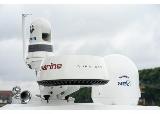 Radar Raymarine Quantum 2 avec technologie anti-collision Doppler. Le radar à compression d'impulsions CHIRP de nouvelle génération Quantum 2 de Raymarine offre une détection des cibles supérieure sur les portées longues et extrêmement courtes. Livré avec câbles de 15 mètres d'alimentation et data. (Image 4 de 4)