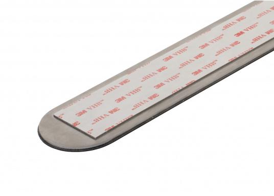Questa striscia magnetica consente un facile e intelligente stoccaggio dei bicchieri e degli oggetti magnetici di bordo. Gli occhiali stanno / pendono sicuri sul tappeto anche quando le onde scuotono la barca. (Immagine 16 di 16)