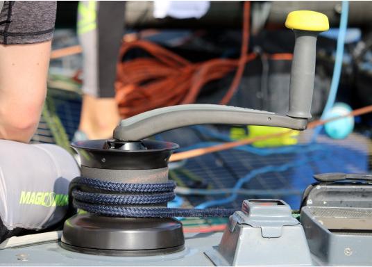 Die WindenkurbelONE TOUCHkann zuverlässig mit einer Hand bedient werden! Länge: 250 mm,Standard-Achtkant passend für alle gängigen Winden.  (Bild 2 von 4)