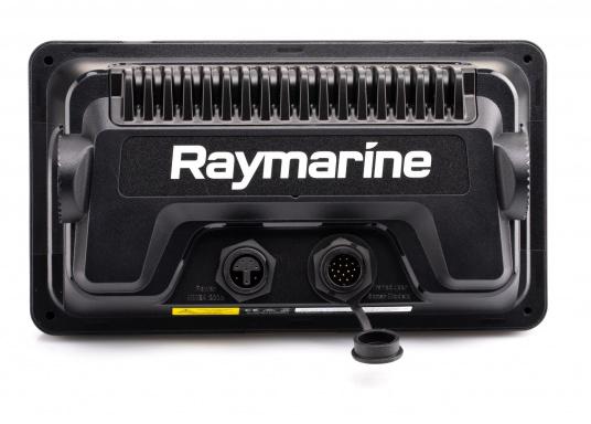"""Smartes 7""""-Multifunktionsdisplay mit, integrierter GPS-Antenne und eingebauten Sonarmodul.Auf einen Touchscreen wurde bei diesem Raymarine Plotter bewusst verzichtet, da die klassische Tastenbedienung in Verbindung mit der Raymarine LightHouse Sport Oberfläche auch bei schnellen Fahrten und starken Seegang für eine intuitive und präzise Bedienung des Gerätes sorgt.Dank des CPT-100 DVS Gebers finden Sie mittels der DownVision und CHIRP Ansicht im Handumdrehen. (Bild 5 von 7)"""