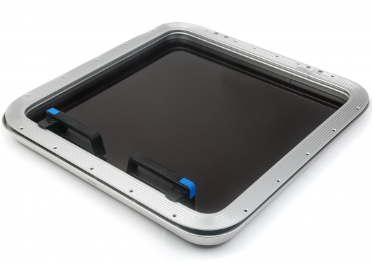 Elegant, low-profile hatches. These gebo offshore hatches are used by leading yacht manufacturers around the world for standard equipment.  (Image 2 of 6)