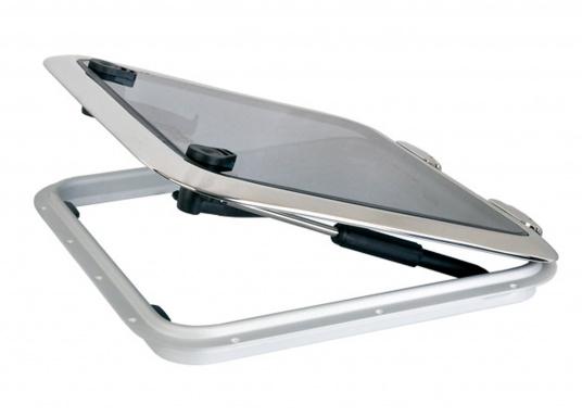 Besonders flache original BOMAR Luken aus Edelstahl. Diese Low Profile Luken haben eine Aufbauhöhe von nur 22 mm und sind mit hochwertigem, gehärtetem Acrylglas ausgestattet. Außen Abmessungen: 518 x 518 mm.