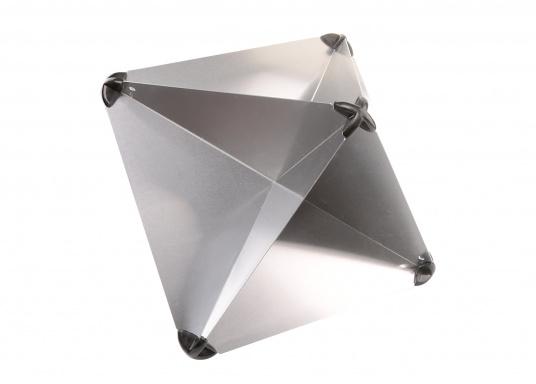 Zusammensteckbarer Radarreflektor aus Aluminium. Anbringung im Masttop oder im Achterstag möglich.