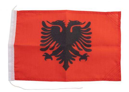Robuste Nylon-Flaggen mit offiziellem Landesflaggen-Druck: Albanien. Hochwertige Verarbeitung mit 100%-Durchdruck, schnelle und einfache Befestigung.Ideal für die Verwendung als Länder- und Gastlandflagge.