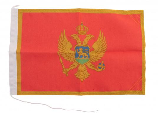 Robuste Nylon-Flaggen mit offiziellem Landesflaggen-Druck: Montenegro. Hochwertige Verarbeitung mit 100%-Durchdruck, schnelle und einfache Befestigung.Ideal für die Verwendung als Länder- und Gastlandflagge.