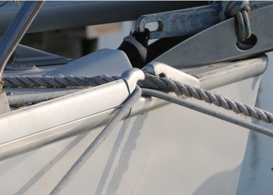 Originales Endstück für die Relingsschiene auf Ihrer Yacht von BAVARIA. Dieses Endstück wurde zwischen 1998 und 2013 verbaut. (Bild 3 von 5)