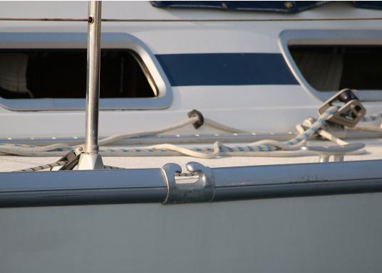 Originales Endstück für die Relingsschiene auf Ihrer Yacht von BAVARIA. Dieses Endstück wurde zwischen 1998 und 2013 verbaut. (Bild 4 von 5)