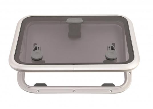 Die Low-Profile-Luke ist innen mit verschließbaren Riegeln ausgestattet, kann von außen geöffnet werden und bleibtin jeder gewünschten Stellung stehen.  (Bild 2 von 4)