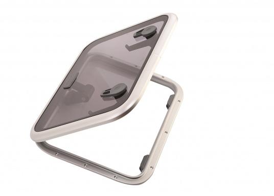 Die Low-Profile-Luke ist innen mit verschließbaren Riegeln ausgestattet, kann von außen geöffnet werden und bleibtin jeder gewünschten Stellung stehen.