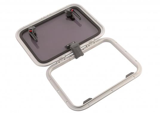 Die Low-Profile-Luke ist innen mit verschließbaren Riegeln ausgestattet, kann von außen geöffnet werden und bleibtin jeder gewünschten Stellung stehen.  (Bild 4 von 4)