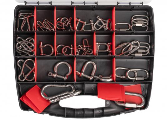 Dieser Koffer verfügt über zahlreiche Karabiner- und Schäkel aus hochwertigem Edelstahl V4A. Insgesamt sind 17 verschiedene Artikel und 50 Einzelteile enthalten.