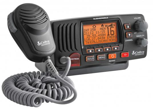 The Cobra Marine MR F57B E has a Rewind-Say-Again recording function, which allows you to record and play back the last 20 seconds of an incoming radio message. Functions such as DSC and ATIS are also supported. The compact design allows installation even in areas with limited space. (Image 2 of 9)