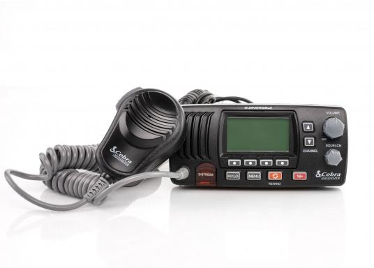 The Cobra Marine MR F57B E has a Rewind-Say-Again recording function, which allows you to record and play back the last 20 seconds of an incoming radio message. Functions such as DSC and ATIS are also supported. The compact design allows installation even in areas with limited space. (Image 6 of 9)