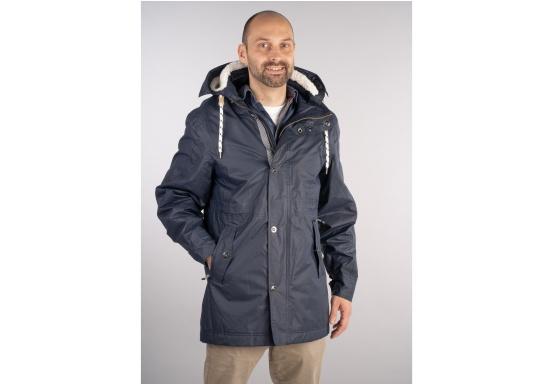 Die elegante Allwetter-Jacke von Marinepool schützt Sie bei Wind und Wetter. Ausgestattet mit einem hohen Kragen und Teddyfell im Brustbereich und in der Kapuze bietet die NILAS Jacke erstklassigen Schutz an kalten Regentagen.