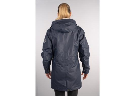 Die elegante Allwetter-Jacke von Marinepool schützt Sie bei Wind und Wetter. Ausgestattet mit einem hohen Kragen und Teddyfell im Brustbereich und in der Kapuze bietet die NILAS Jacke erstklassigen Schutz an kalten Regentagen. (Bild 6 von 12)