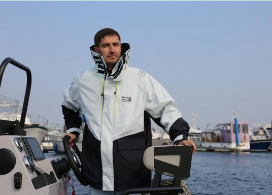 The AUCKLAND offshore jacket is the perfect companion for every sailing trip and has everything a jacket needs in terms of comfort, breathability and waterproofness. (Image 2 of 8)