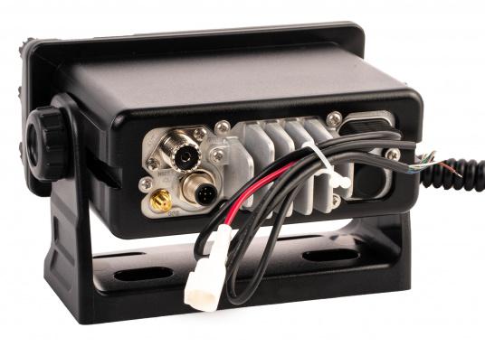Das GX2400E von STANDARD HORIZON ist der direkte Nachfolger des beliebten GX2200E. Eine NMEA2000 sowie eine NMEA0183 Schnittstelle gehört für das GX2400E zum Standard. Der integrierte 66 Kanal GPS Empfänger sorgt für einen stabilen GPS Empfang. Des Weiteren ist das GX2400E mit einem integrierten AIS Empfänger ausgestattet. Die empfangenen AIS Daten können mittels NMEA2000 oder NMEA0183 zum Beispiel an Seekartenplotter ausgegeben werden. (Bild 4 von 7)