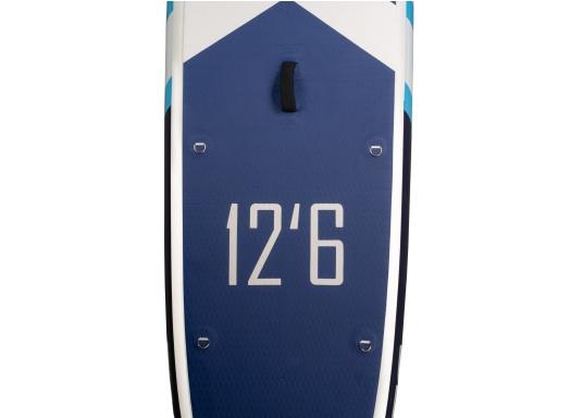 Das neue Touring iSUP von SEATEC besticht durch seine Länge und Gleitfähigkeit im Wasser. Besonders auf Touren gleitet es schnell und effizient vorwärts, ohne dabei allzuleicht vom Kurs abzukommen. (Bild 6 von 7)