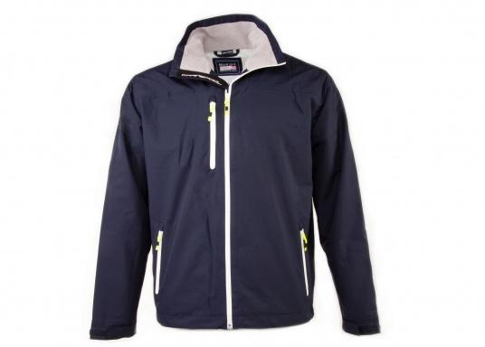 Cette veste Club pour homme de chez Marinepool est légère et fonctionnelle, coupe-vent, imperméable et respirante. Parfaitement adaptée pour un usage extérieur, à terre ou en navigation.