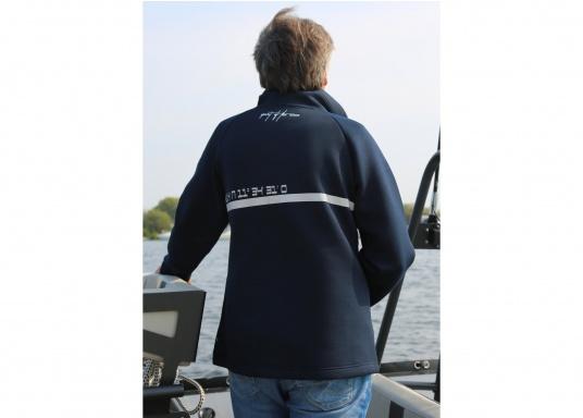 Die hochwertig verarbeitete Tec-Jacke FORANO von Marinepool überzeugt mit sportlichem Design und modernem Schnitt. Des Weiteren bietet der verstellbare Kragen optimalen Schutz vor Wind und das extrem weiche Material sorgt für erstklassigen Komfort. Erhältlich in den Größen S-XXXL. (Bild 4 von 8)