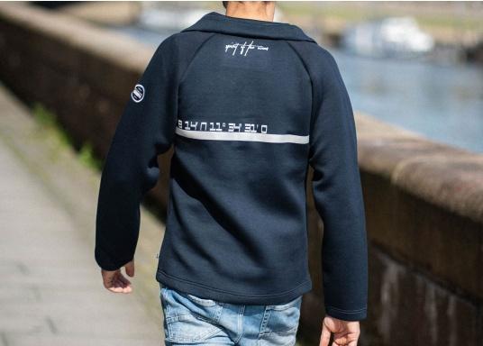Die hochwertig verarbeitete Tec-Jacke FORANO von Marinepool überzeugt mit sportlichem Design und modernem Schnitt. Des Weiteren bietet der verstellbare Kragen optimalen Schutz vor Wind und das extrem weiche Material sorgt für erstklassigen Komfort. Erhältlich in den Größen S-XXXL. (Bild 2 von 13)
