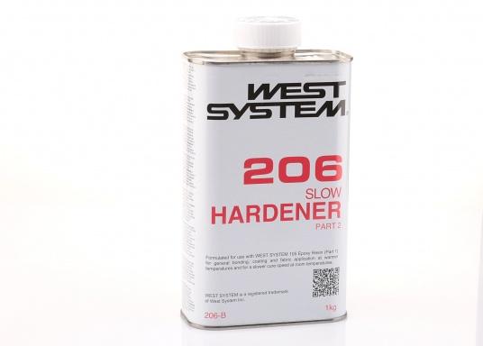 Der langsame Härter 206 ist ein Epoxydhärter, der aus einer niedrigviskosen Mischung von Polyaminen besteht. Gemischt mit dem Harz 105,im Verhältnis: 5 Teile Harz zu 1 Teil Härter, entsteht ein hochfester, starrer, feuchtbeständiger Festkörper, der ausgezeichnet als Beschichtung oder Kleber und zum Benetzen von Glasgewebe geeignet ist.