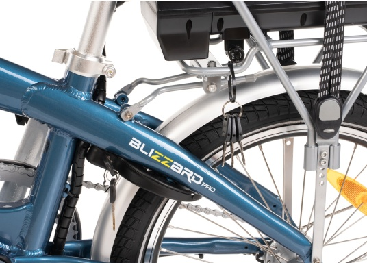 Mit dem neuen Alu-E-Bike BLIZZARD PRO wird der Weg zum Ziel. Als Weiterentwicklung des beliebten Vorgängermodells BLIZZARD, profitieren Sie von neuen Features für noch mehr Reichweite und Flexibilität. Für einen einfachen Transport ist eine Packtasche bereits im Lieferumfang enthalten. (Bild 4 von 12)