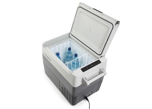 Die Kompressor-Kühlboxen der CFF-Serie überzeugen mit geringem Gewicht, Flexibilität und erstklassiger Kühlleistung. Die CFF-45 wiegt weniger als 19 kg, verfügt über ein großes Fassungsvermögen von 43,5 Litern und bietet ein hervorragendes Preis-Leistungs-Verhältnis. (Bild 7 von 9)