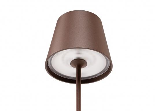 La lámpara de mesa LED POLDINA PRO de alta calidad, tiene una batería recargable integrada e impresiona por su elegante diseño y alta funcionalidad. Se adapta a cualquier lugar y puede utilizarse tanto como lámpara decorativa como iluminación de mesa y crea un ambiente acogedor. Con estación de contacto para carga inalámbrica. (Imagen 5 de 8)